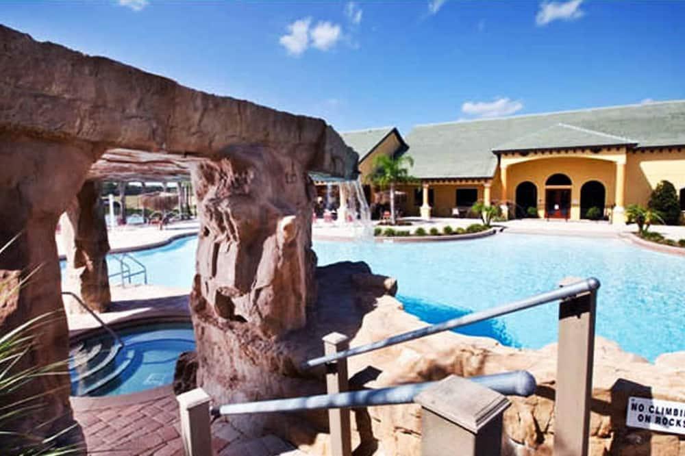 وحدة سكنية متصلة - ٤ غرف نوم - حمام سباحة