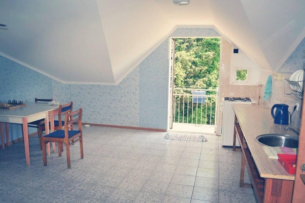 Standardní třílůžkový pokoj - Společná kuchyně