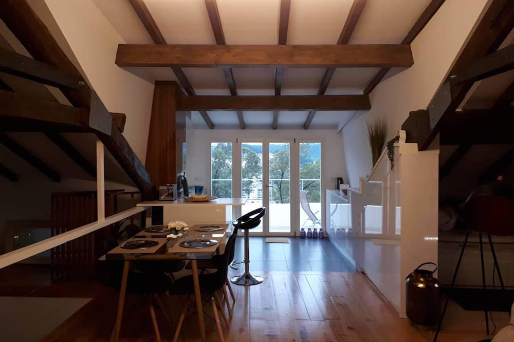 Panorama-loftsværelse - 1 soveværelse - byudsigt - Spisning på værelset