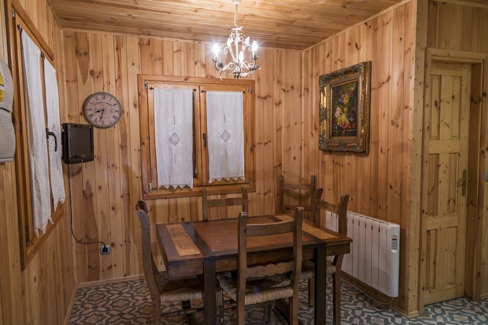 Bungalow, 3 Bedrooms - Living Area