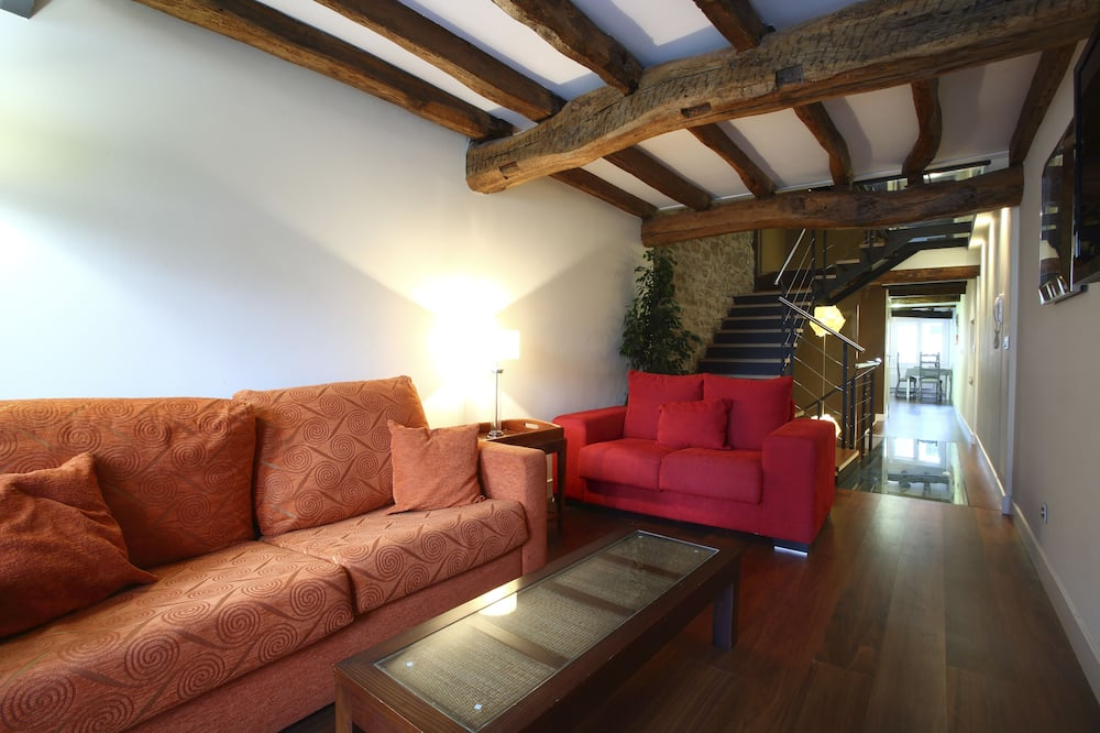 House, 3 Bedrooms, Terrace - Living Area