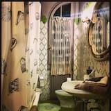 Double Room, Shared Bathroom (New Yorker) - Bathroom