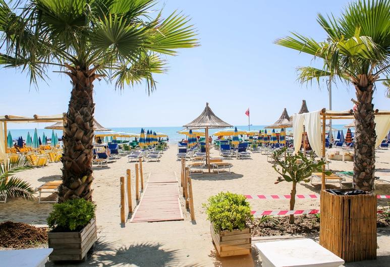 هوتل بيلا فيستا, Rrashbull, الشاطئ
