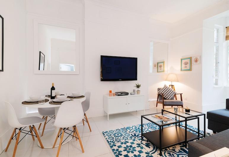 Bright Hazlitt Road Apartment - AJ, London