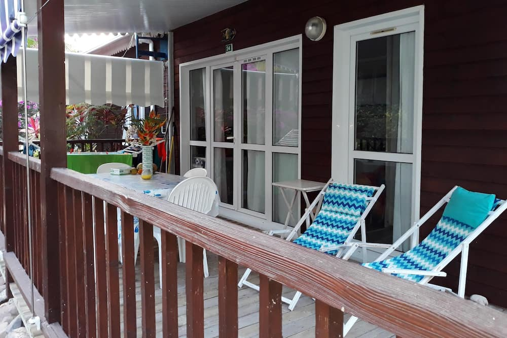Bungalow With 2 Bedrooms in Bouillante, With Furnished Garden and Wifi - 100 m From the Beach, Bouillante