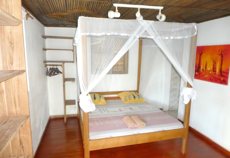 Bungalow With 2 Bedrooms in Andilana, With Wonderful sea View, Shared Pool and Enclosed Garden, Nosy Be, Bungalow, vue mer, Chambre