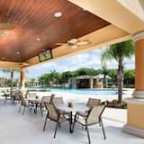 Dom, 6 spální - Bar pri bazéne