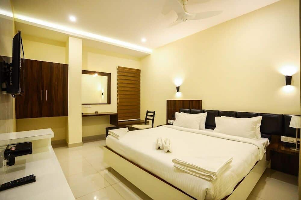 Basic Room, 1 King Bed, City View - Guest Room