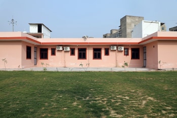 Picture of OYO 22745 Elite Venue in Greater Noida