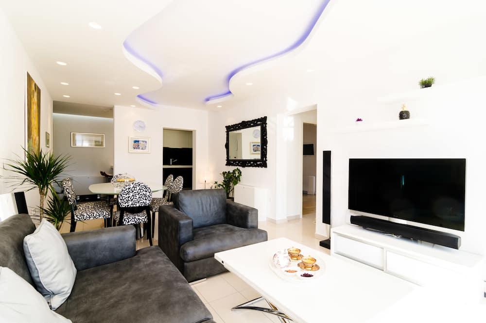 Deluxe Apartment, Garden View - Living Area