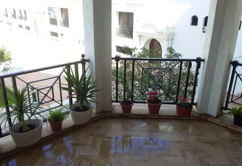 Apartment With one Bedroom in Casablanca, With Shared Pool, Enclosed Garden and Wifi - 100 m From the Beach, Casablanca