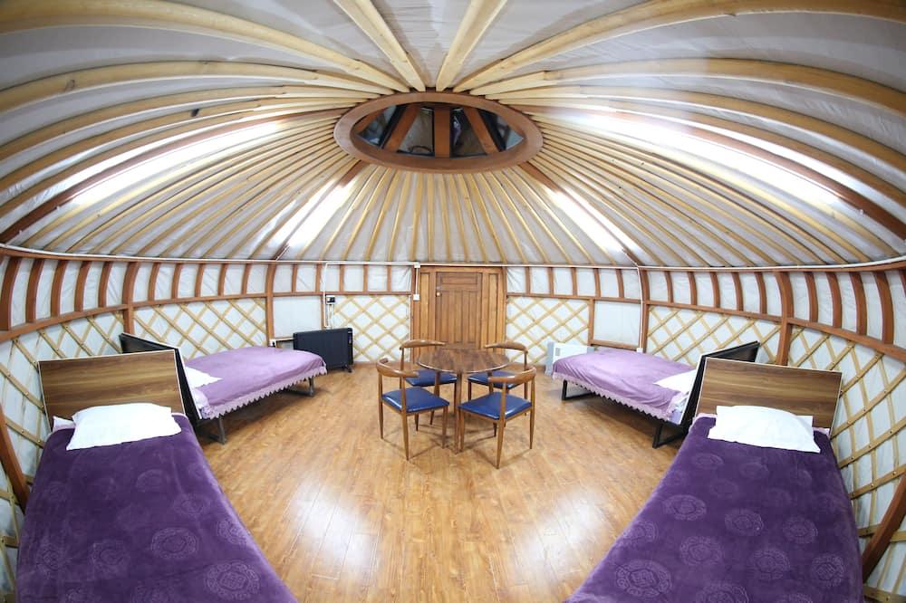 四人房 (Yurt) - 客廳