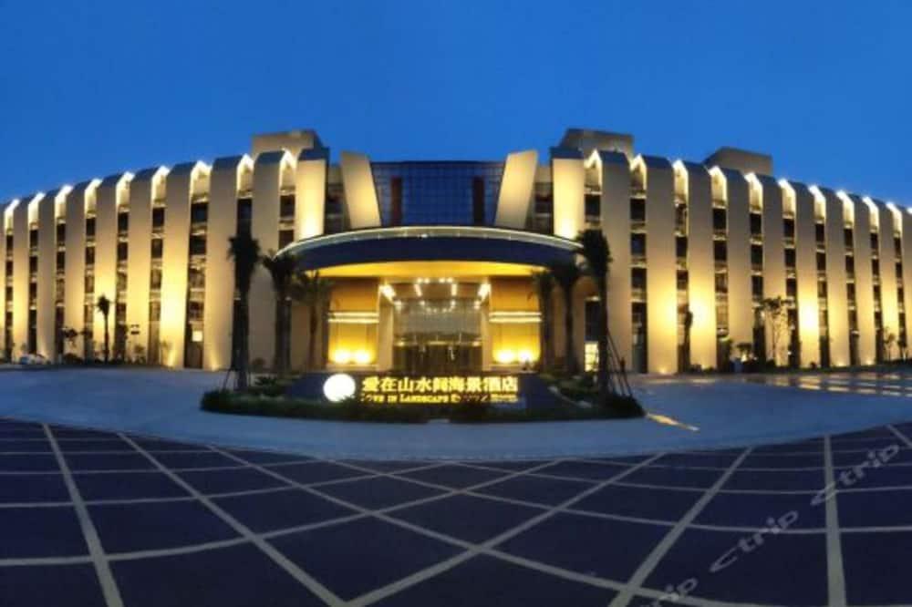 Love in Landscape Sea View Hotel