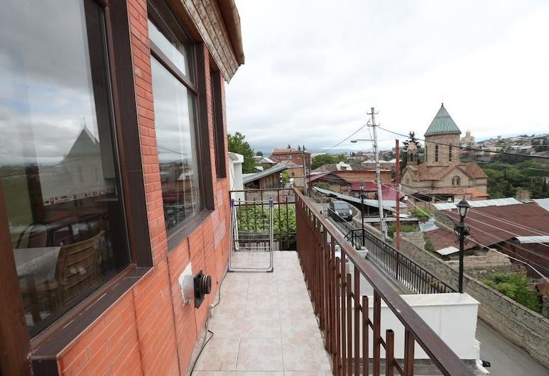 Guest House Old Tbilisi , Tbilisi, Classic - neljän hengen huone, Useita sänkyjä, Terassi/patio