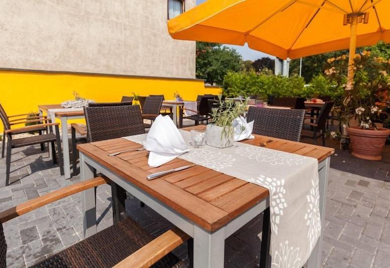 Deckerts Hotel und Restaurant, Lutherstadt Eisleben, Terrace/Patio