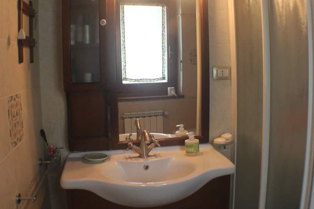 Deluxe Double Room, Hill View (Ganimede) - Bilik mandi