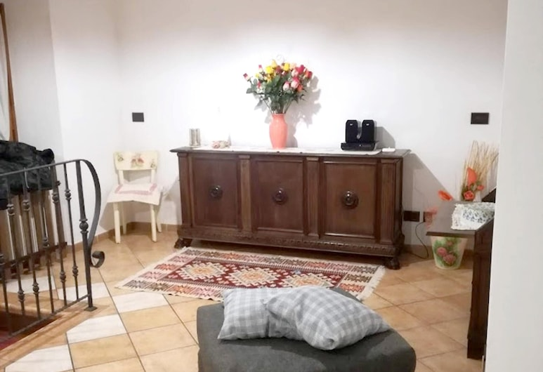 Apartment With 3 Bedrooms in Zocca, With Wonderful Mountain View, Furnished Garden and Wifi, Zocca, Soggiorno