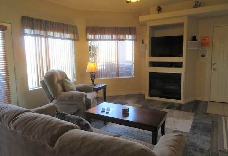Bobitsky and Gomez - 2 Br Condo, Mesquite, Condo, 3 Bedrooms, Living Room
