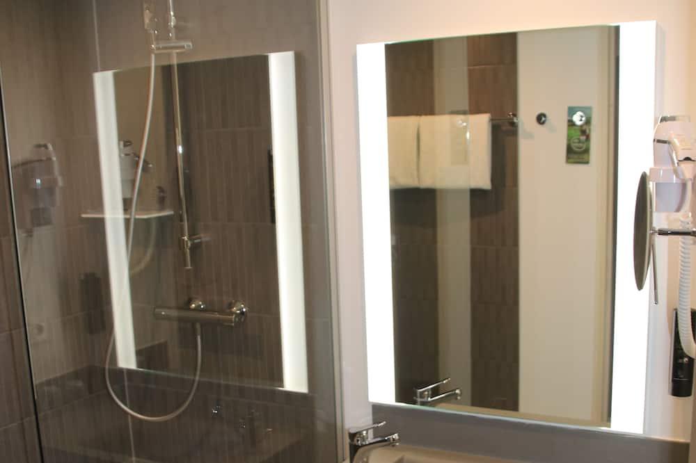 ห้องแฟมิลี่ดับเบิล, เตียงใหญ่ 1 เตียง และโซฟาเบด (4 people) - ห้องน้ำ