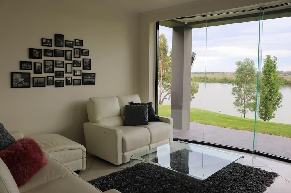 Executive House, Multiple Bedrooms, River View - Ruang Tamu