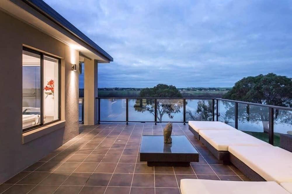 Executive House, Multiple Bedrooms, River View - Teres/Laman Dalam