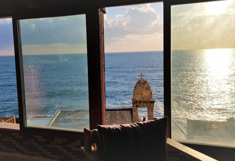 Apartment Near Lady of the Sea & Phoenician Wall, Batroun, Apartment, 3Schlafzimmer, Stadtblick, Wohnbereich