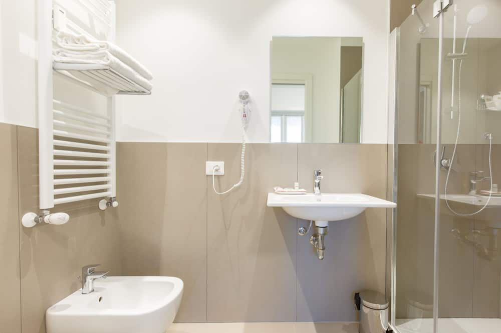 Classic Double Room, 1 King Bed, City View - Bathroom