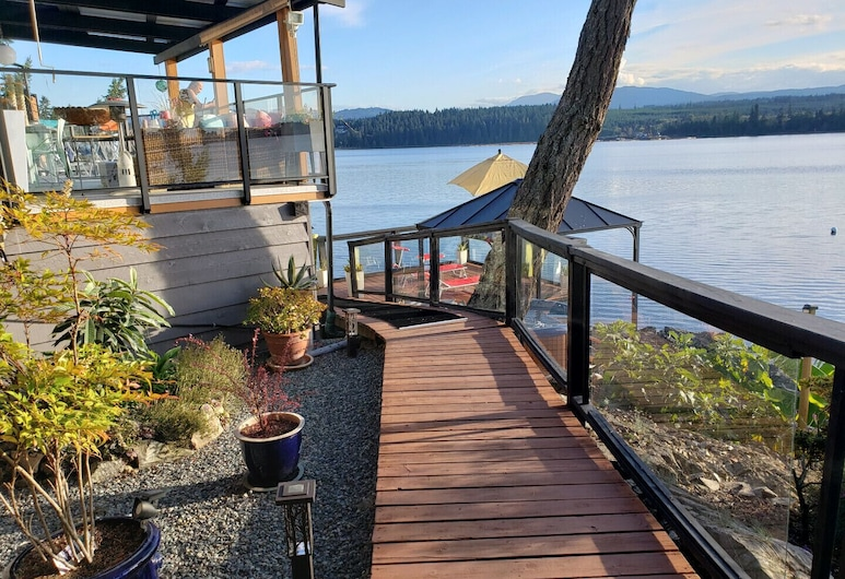Private Oceanfront Studio With Amazing Mountain Views!, Nanoose Bay, Balkonas