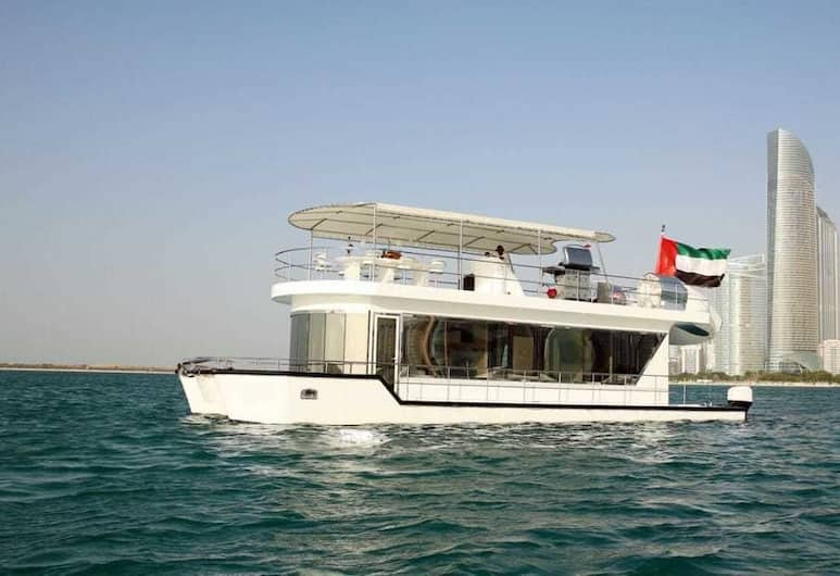 The HouseBoat Mermaid, Dubajus