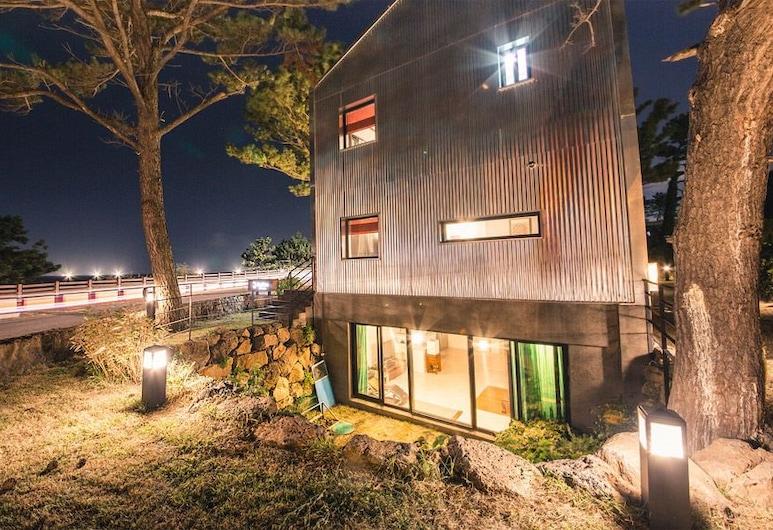 濟州朗民宿, Jeju City, 飯店入口 - 夜景