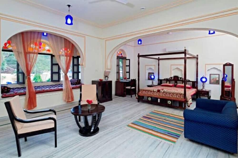 Royal suite, 1 kingsize bed, uitzicht op bergen - Woonkamer