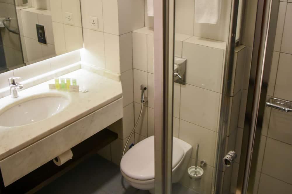 Standard Double or Twin Room - Bathroom