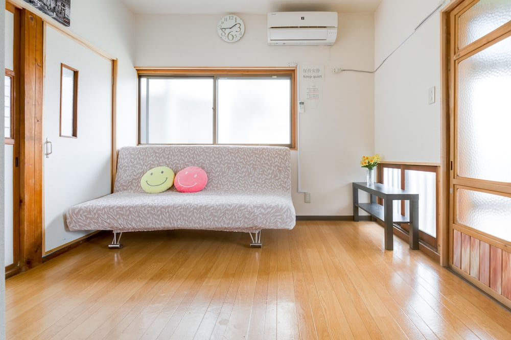 Traditional-Zimmer, eigenes Bad (Japanese Style, 6 People) - Wohnzimmer