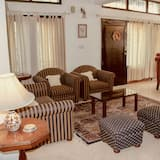 Panoramic Apartment, Multiple Beds, Hill View - Living Area