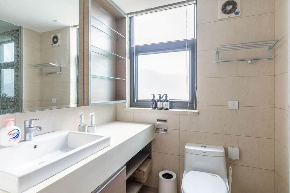 Apartment, 3 Bedrooms, Non Smoking - Bathroom