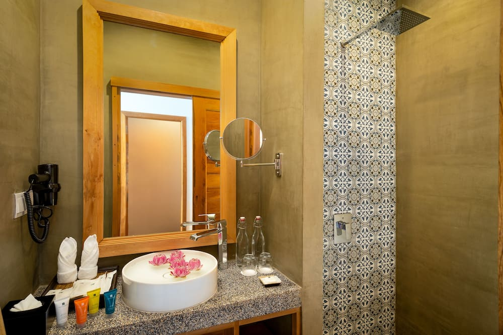 Cabana Pool Access - Bathroom
