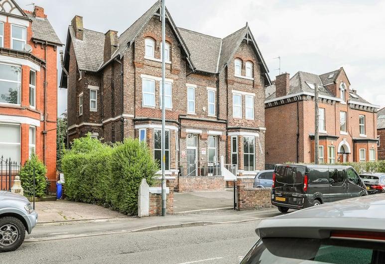 OYO Hala Guest House, Manchester, Exterior