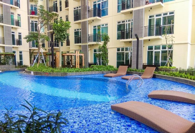 Relax Studio Apartment at Puri Orchard, Jakarta, Piscine en plein air