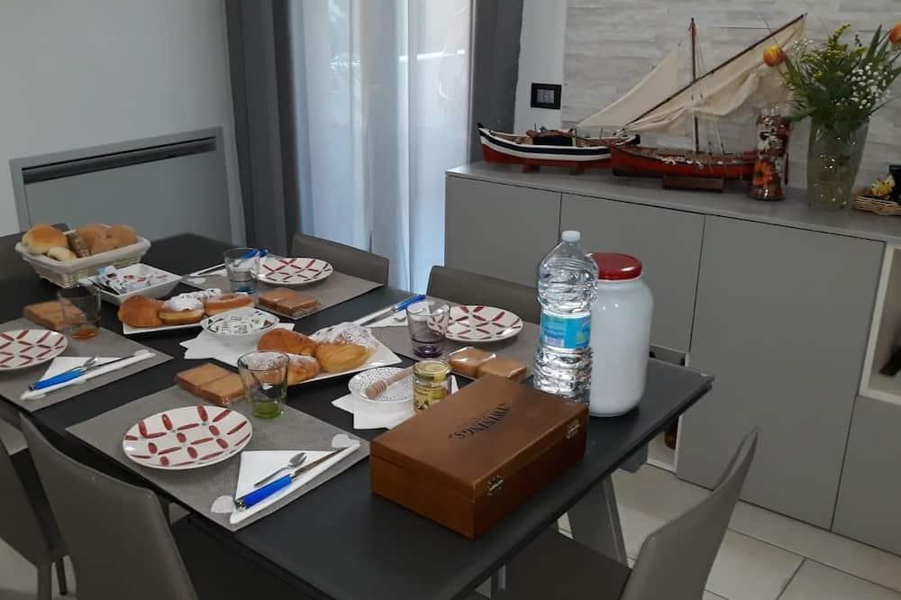 Studio (Cala Mariolu) - Ruokailu omassa huoneessa