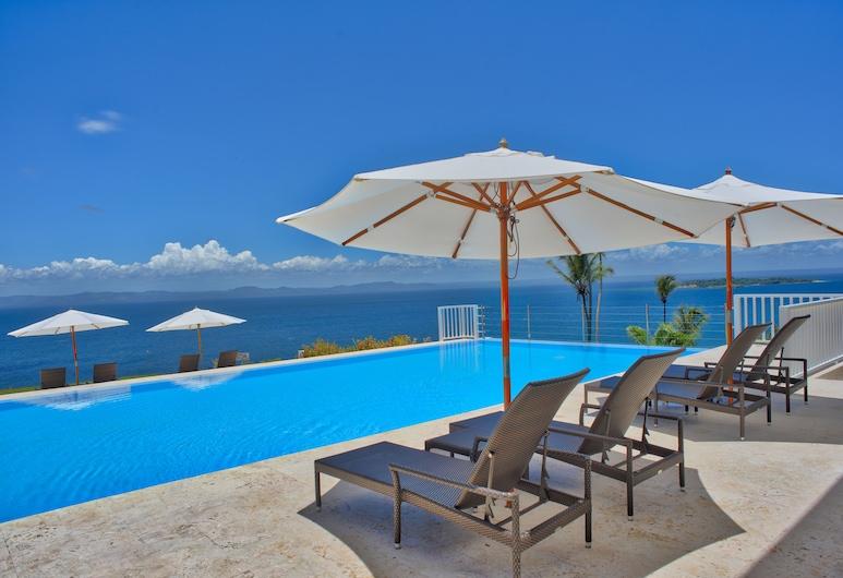 Blue Bay Vacation Rentals at Vista Mare, Samana, Buitenzwembad