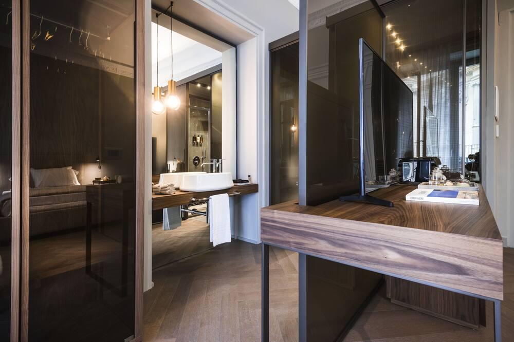 Junior Studio Suite, Balcony, City View - Bathroom