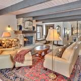 Biệt thự Cao cấp (4 Bedrooms) - Phòng khách