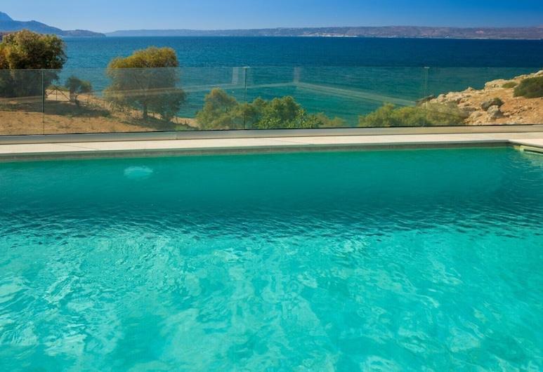 Beach Front lux Villa Private Pool Gym & Sauna Walk to Market / Restaurant / bar, 阿波克羅娜斯, 泳池