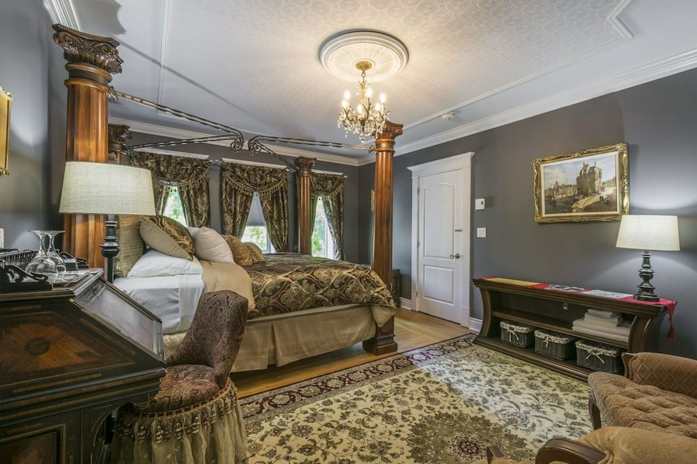 Deluxe Room (The King's Chambers) - Guest Room