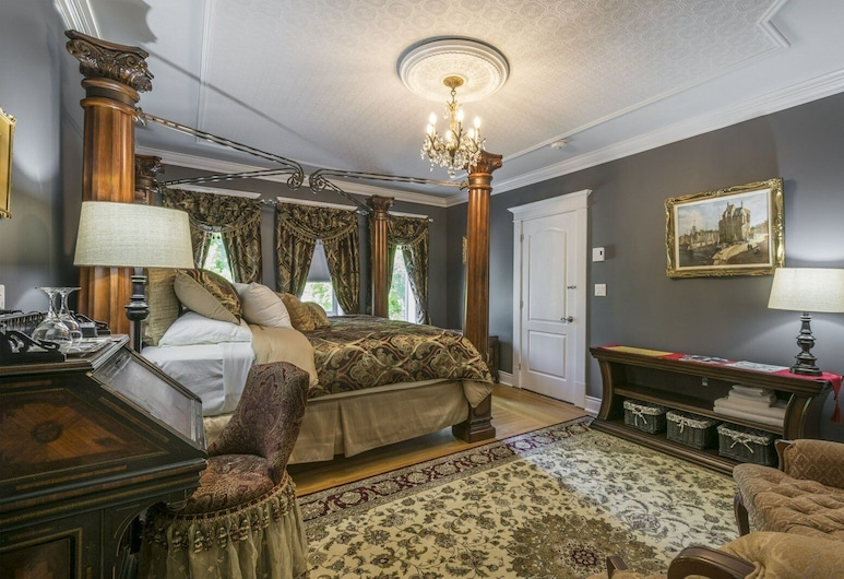 The Kings Inn, Quinte West, Deluxe Room (The King's Chambers), Guest Room