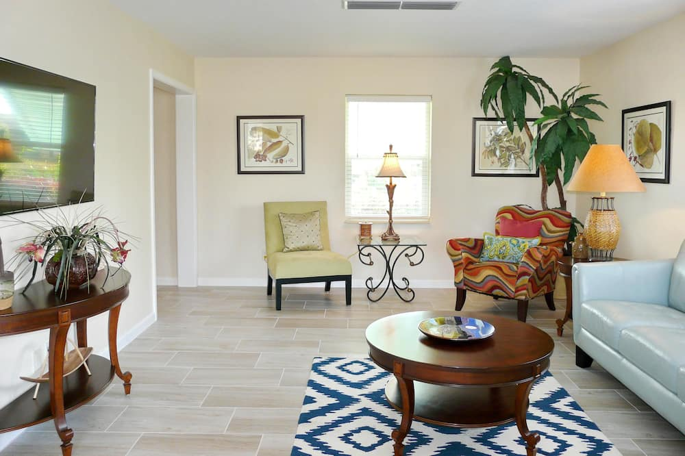 Nhà, Nhiều giường (819 Chestnut Court) - Khu phòng khách