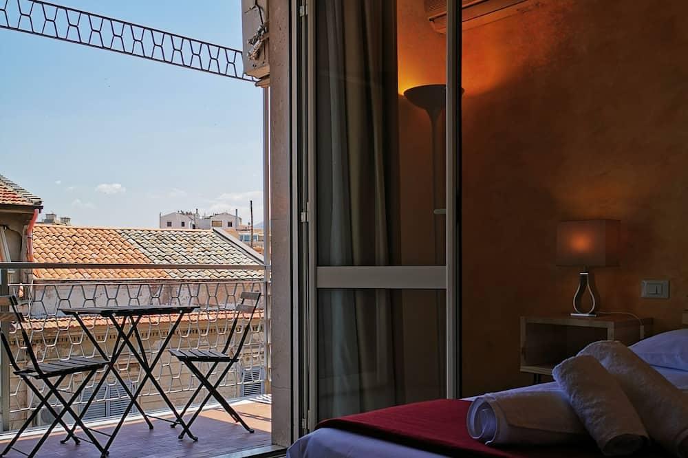 Дизайнерський тримісний номер, 1 ліжко «кінг-сайз» та розкладний диван (Maria Teresa) - Вид з балкона