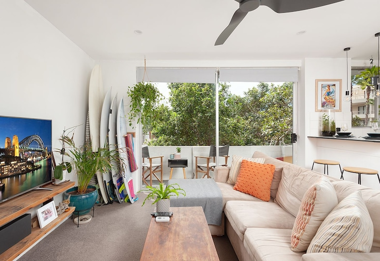 Surf Side Oasis w balcony close to beach, Manly