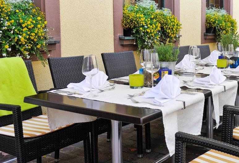 Land-gut-Hotel zum Löwen, Marktheidenfeld, Terrace/Patio