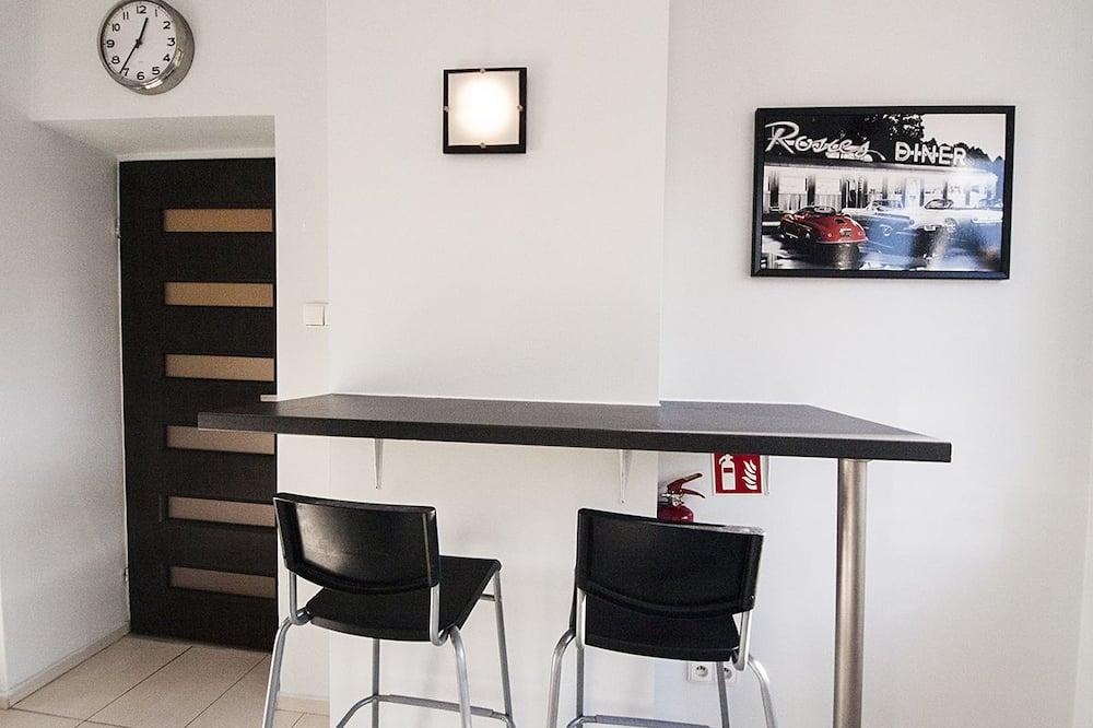Apartemen, 1 Tempat Tidur Queen, pemandangan kota (6) - Tempat Makan Di Kamar